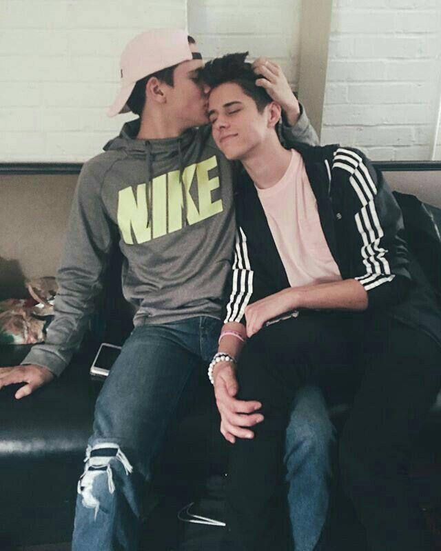 Cuarentena con mi hermano - relatos gay