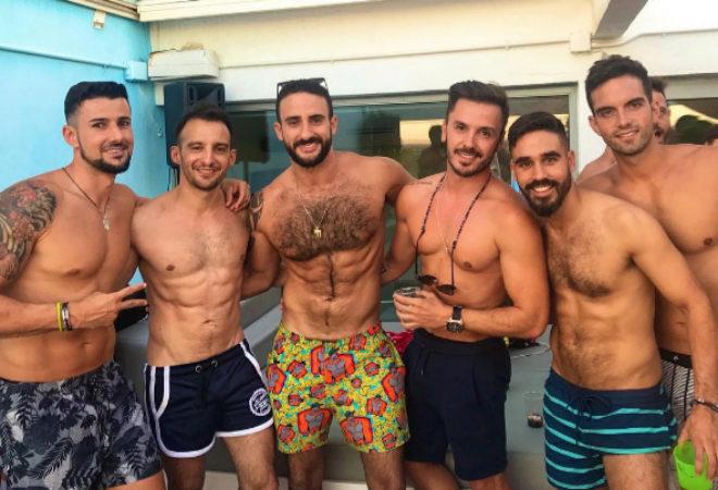 Cuando hace frío con mis amigos - citas gay - relatos gay