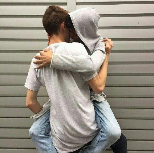 La primera vez que me besaron y me eyacularon dentro - relatos gay